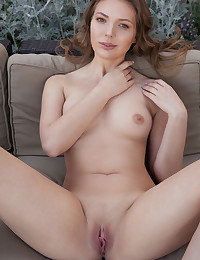 Maxine nude in erotic VENAU gallery - MetArt.com