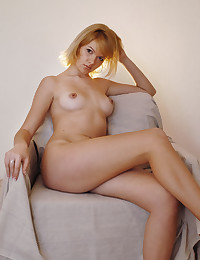 Erotic Bombshell - Naturally Beautiful Amateur Nudes