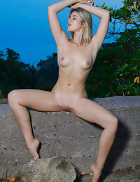 Libby naked in glamour NATURE Position gallery - MetArt.com