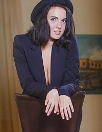 Tara C bare in erotic THEATRICAL gallery - MetArt.com
